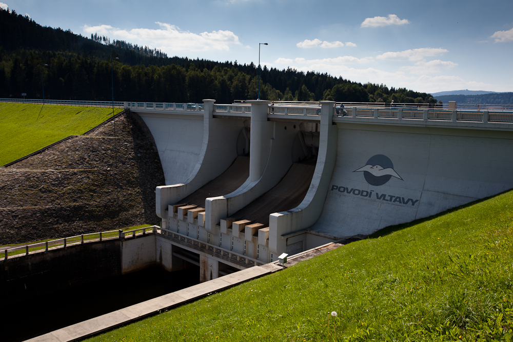 Hráz přehrady Lipno