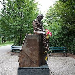Památník Ayrtona Senny, Imola